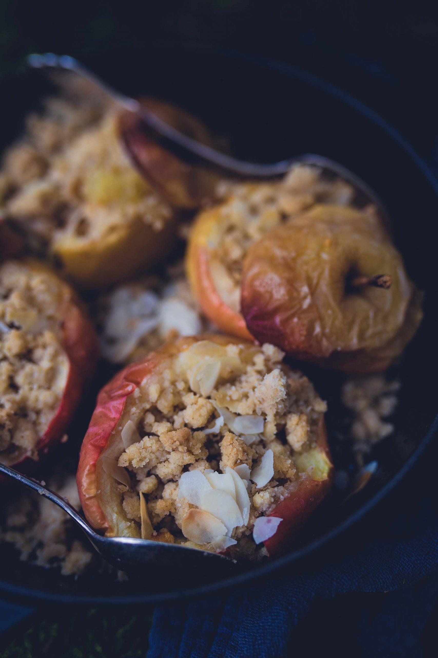 Rezept für Bratapfel mit Streusel