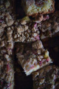 Rezept für saftigen Rhabarberkuchen mit Streusel